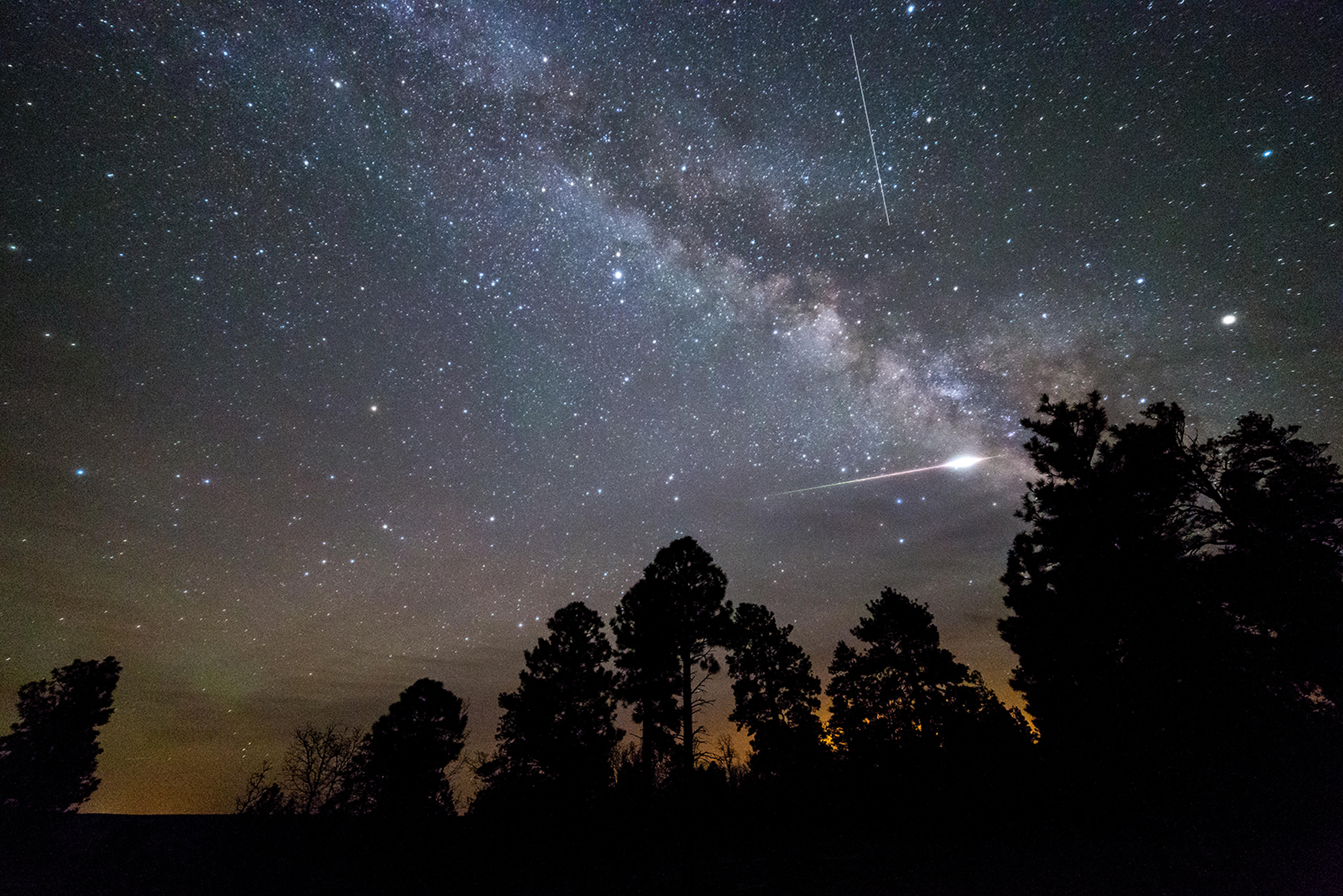 Halley S Comet Is Bringing A Meteor Shower That Will Peak Tonight When And How To Watch