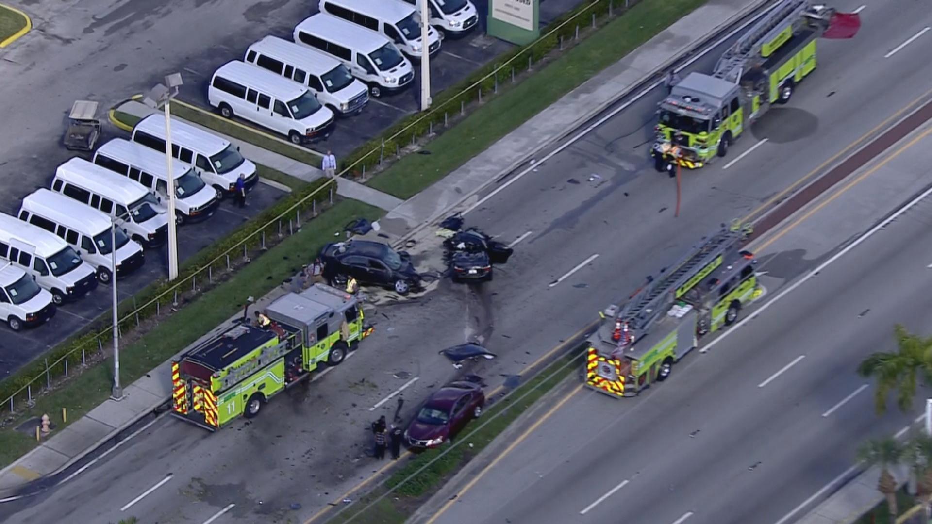 Resultado de imagen para 2 injured in 3-car collision in Miami Gardens, firefighters say