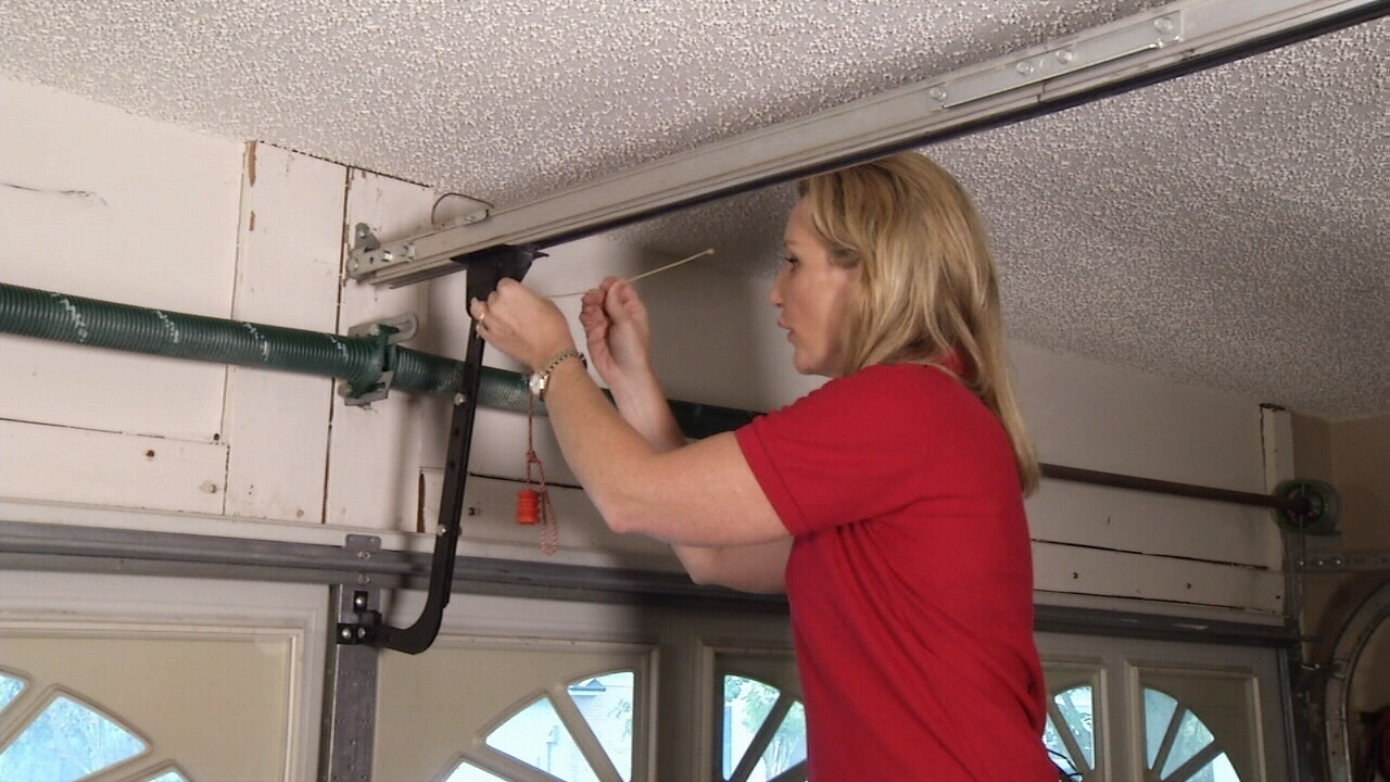 Thief Can Open Your Garage Door In 6 Seconds
